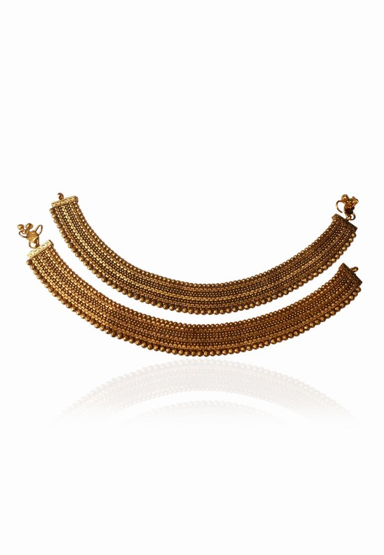 Shop Online Gorgeous Bridal Payals in Intricate Design and Golden Polish-0