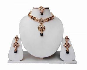 Stylish Designer Kundan Necklace Set with Earrings and Maang Tika-0