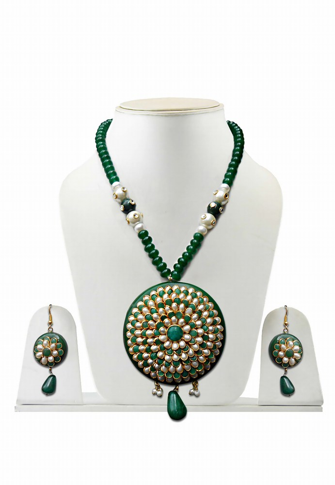 Beautiful Green Traditional Pacchi Pendant and Earrings Set from India-0