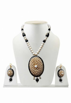 Ravishing Partywear Pacchi Pendant and Earrings Jewelry Set for Women-0