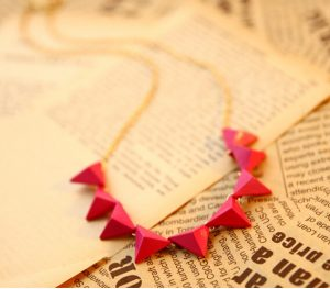 Hot Pink Triangle Shaped Beads Fashion Necklace Jewelry in Latest Design-0