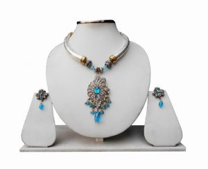 Elegant Pipe Necklace with Blue Stone Embellished Victorian Pendant and Earrings-0