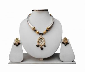 Party Thewa Pendant Pipe Necklace Set with Earrings in Black Stones and Beads-0