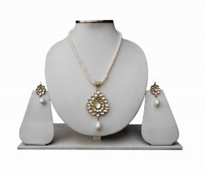 White Kundan Beads Fashion Pendant Set With Designer Earrings-0